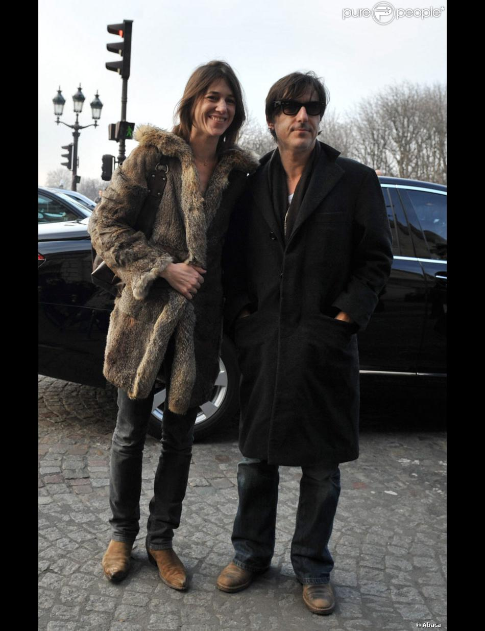 Charlotte Gainsbourg et son mari Yvan Attal se sont rendus ...