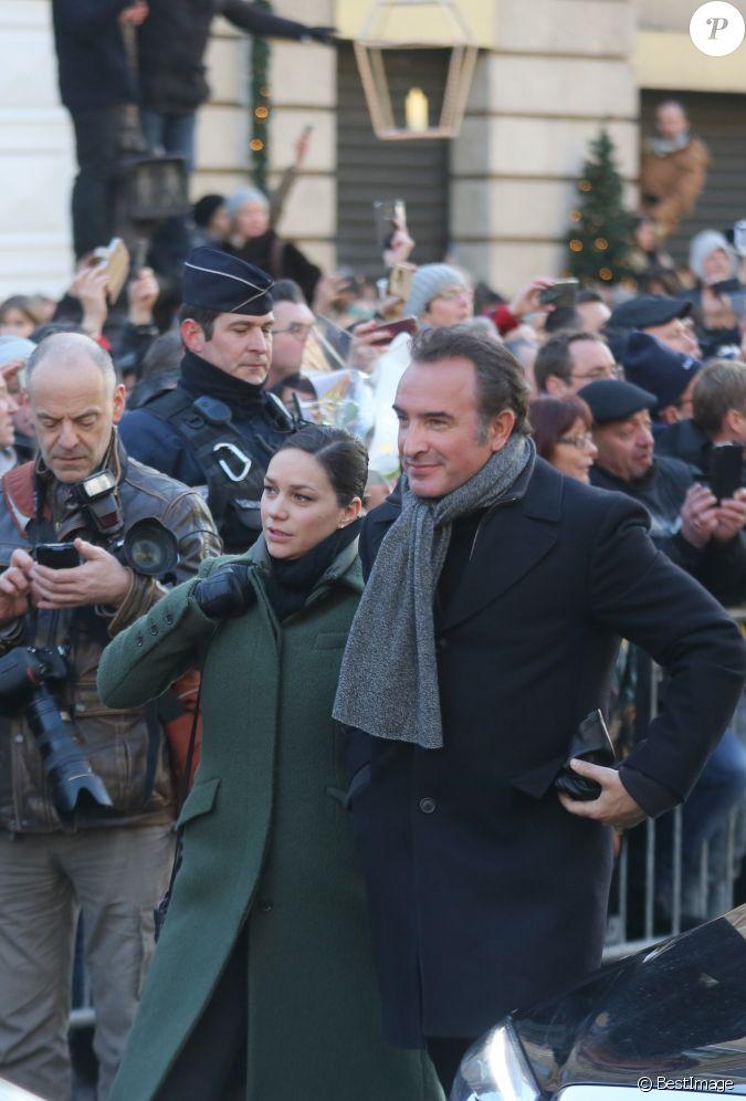 Jean dujardin et sa compagne nathalie p chalat arriv e for Compagne de jean dujardin