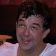 """Stéphane Plaza fond en larmes en pensant à sa mère décédée le 6 juin 2016 après le spectacle """"Le Fusible"""", diffusé sur M6, le 6 juin 2017."""