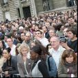 La foule devant le siège du PS après la défaite de Ségolène Royal au second tour de la présidentielle en mai 2007