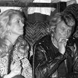 Johnny Hallyday fête ses 37 ans au Martin's à Paris avec Catherine Deneuve en 1980