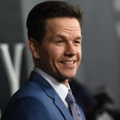 Mark Wahlberg : Surpayé, il s'affiche torse nu avec ses 4 enfants et sa chérie