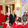 Le prince Albert II et la princesse Charlene de Monaco, avec la complicité de Louis Ducruet et Camille Gottlieb (enfants de la princesse Stéphanie), ont participé à la fête de Noël organisée au palais princier pour quelque 500 jeunes Monégasques de 5 à 12 ans. Danse de la Palladienne dans la cour d'honneur, en présence de Mickey et Minnie, spectacle et goûter dans la salle du Trône puis distribution de cadeaux étaient au programme. © Claudia Albuquerque / Bestimage