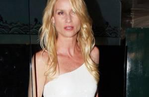 Nicollette Sheridan : Blonde à forte poitrine... recherche mari désespérément !