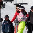 Exclusif : Brigitte Macron fait du ski à La Mongie et pose avec des jeunes gens . Cyril Moreau/Bestimage le 25/12/2017