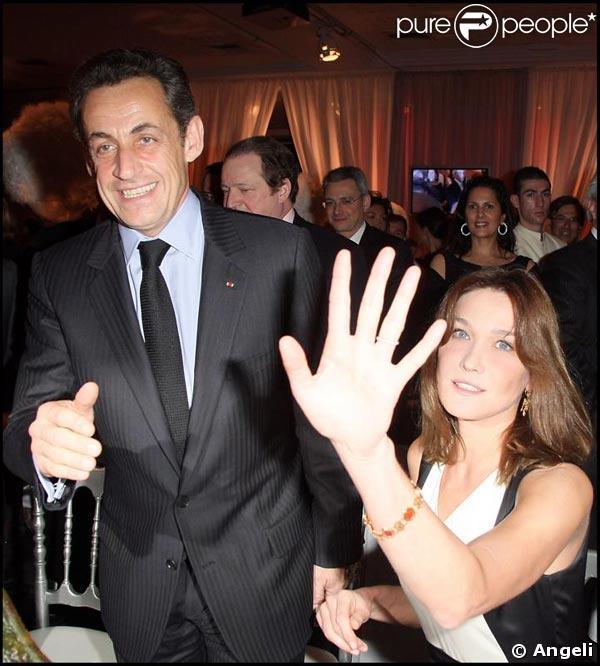 Carla et Nicolas Sarkozy avant leur départ pour le Mexique à la soirée de l'association Hadassah France jeudi 5 mars 2009