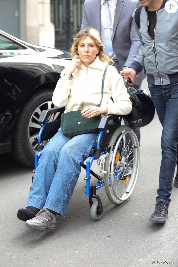 exclusif mathilde seigner toujours en fauteuil roulant la suite d 39 une fracture de la. Black Bedroom Furniture Sets. Home Design Ideas