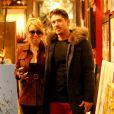 """""""Exclusif - Mariah Carey et son compagnon Bryan Tanaka font du shopping à Aspen le 28 décembre 2017."""""""