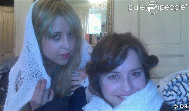 """Peaches Geldof et son amie Fifi Brown sur sa page Facebook avec le message """"Just Married"""""""