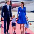Le duc et la duchesse de Cambridge avec leurs enfants le prince George et la princesse Charlotte à l'aéroport de Berlin-Tegel à Berlin, le 19 juillet 2017.