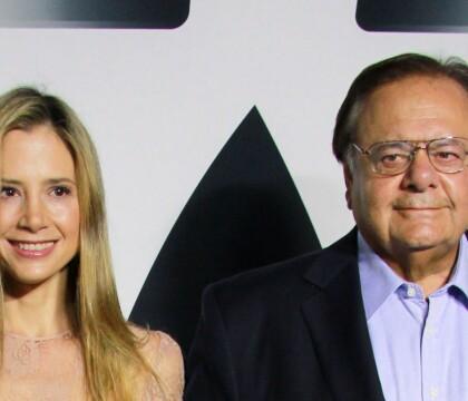 """Mira Sorvino agressée par Weinstein : Son père veut """"tuer ce fils de p***"""""""