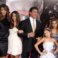 Sylvester Stallone et Jennifer Flavin avec leurs enfants - Avant-première du film Expendables à Hollywood en 2010