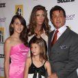 Sylvester Stallone et Jennifer Flavin avec leurs filles - Hollywood Awards à Los Angles en 2010