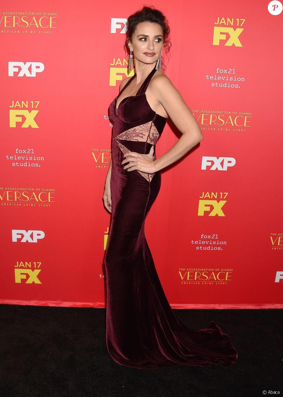 """Penélope Cruz assiste à l'avant-première de """"The Assassination Of Gianni Versace: American Crime Story"""" aux ArcLight Cinemas. Hollywood, Los Angeles, le 8 janvier 2018."""