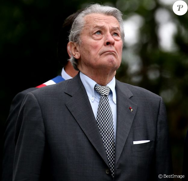 Alain Delon participe aux commémorations du 76e anniversaire de l'Appel du 18 juin prononcé par le Général de Gaulle en 1940 à Colombey-les-deux-Eglises, le 18 Juin 2016. © Dominique Jacovides/Bestimage