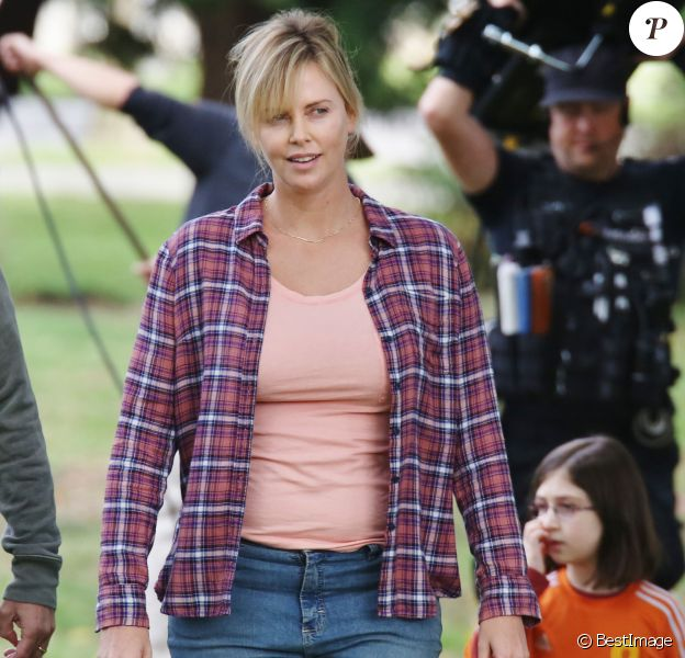 Charlize Theron a pris du poids pour le tournage du film Tully à Vancouver, le 26 septembre 2016