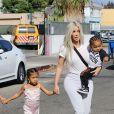 Kim Kardashian avec ses enfants North West et Saint West - La famille Kardashian faire du patin à glace au Iceland Ice Skating Center à Los Angeles, le 21 septembre 2017