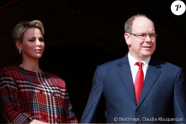 La princesse Charlene et le prince Albert II de Monaco au balcon du palais princier le jour de la célébration de Sainte Dévote à Monaco. Le 27 janvier 2018 © Claudia Albuquerque / Bestimage