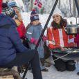 La duchesse Catherine de Cambridge, enceinte, et le prince William ont participé à une animation autour du ski sur la colline d'Holmenkollen à Oslo le 2 février 2018.