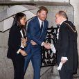 """Le prince Harry et sa fiancée Meghan Markle arrivent à pied sous la pluie à la soirée """"Endeavour Fund Awards"""" au Goldsmiths' Hall à Londres le 1er février 2018. © Ray Tang via Zuma Press/Bestimage"""