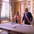 """Patrick Balkany, maire de Levallois-Perret, a uni Daniela et Mounir dans """"4 mariages pour 1 lune de miel"""" (TF1) mercredi 7 février 2018."""