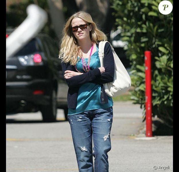 Reese Witherspoon dans les rues de Brentwood, un look... raté !