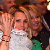 Laura Tenoudji, sa fille Bianca dans les bras, devant un Christian Estrosi fier