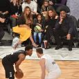 Beyoncé, sa fille Blue Ivy Carter, sa mère Tina Lawson et son mari Richard Lawson au NBA All-Star Game 2018 au Staples Center. Los Angeles, le 18 février 2018.