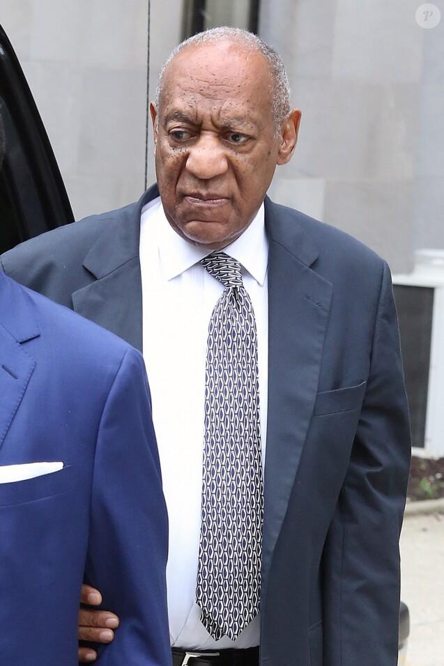 Bill Cosby arrive au tribunal de Montgomery County, le 10ème jour de son procès pour agression sexuelle, à Norristown, le 16 juin 2017.