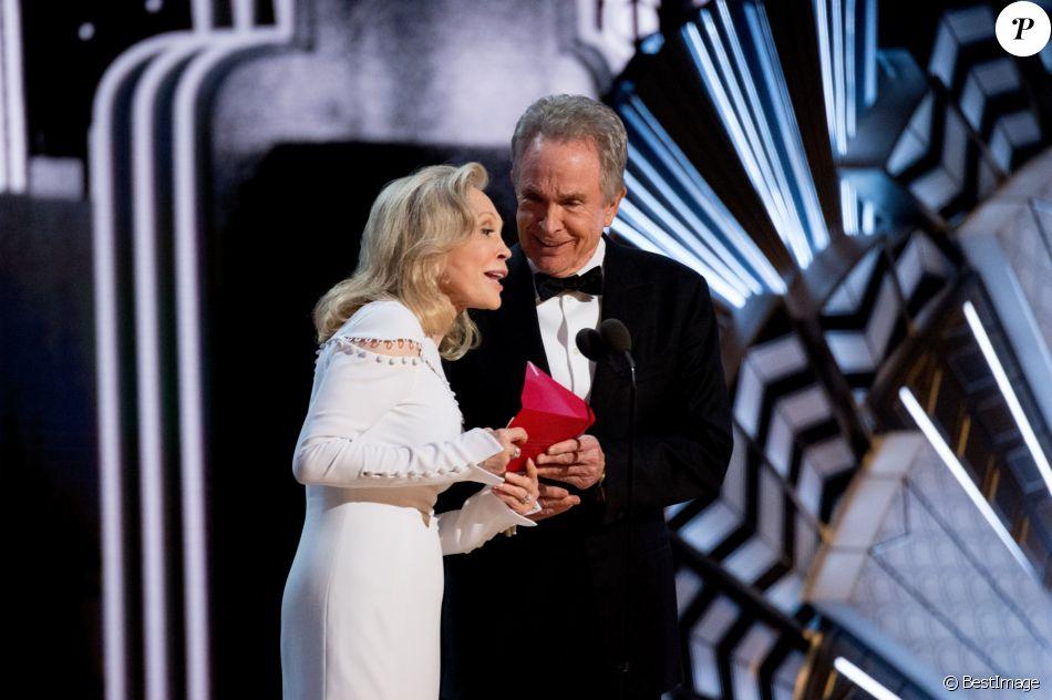 Warren Beatty et Faye Dunaway - Intérieur - Erreur monumentale aux Oscars: le mauvais gagnant annoncé au Hollywood & Highland Center à Hollywood, le 26 février 2017 ©A.M.P.A.S/Zuma/Bestimage