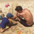 Noé Elmaleh avec son petit frère Raphaël sur la plage (photo postée le 4 août 2016)