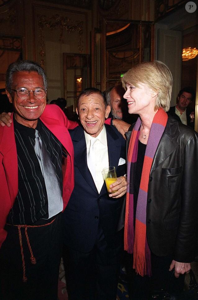 Jean-Marie Périer, son père biologique Henri Salvador et Françoise Hardy à l'Olympia, le 23 avril 2001.