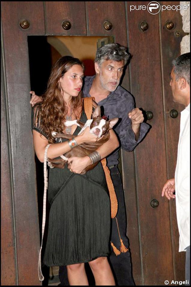 Tatiana Santo Domingo y su padre Julio Mario Santo Domingo en la boda de su tío, hermano de su padre, Colombia y también estuvo presente Andrea Casiraghi en febrero de 2008