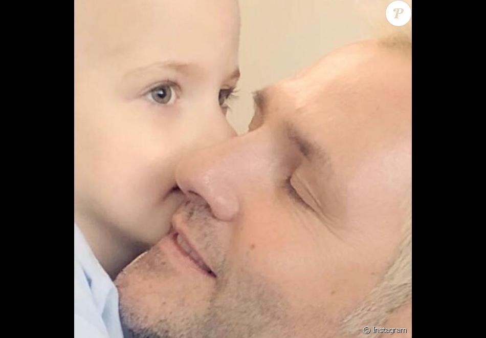 Santiago Cañizares avec son fils Santi, mort le 23 mars à 5 ans des suites d'un cancer. Photo Instagram.