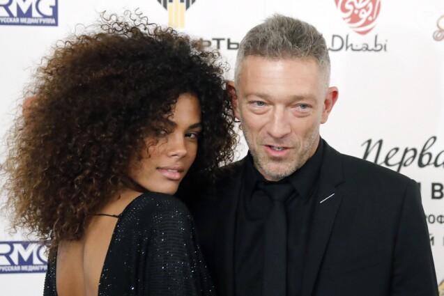 Vincent Cassel et sa compagne Tina Kunakey lors des Prix internationaux de musique ''BraVo'' au théâtre Bolshoi à Moscou, Russie, le 11 mars 2018.