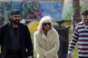 Le style Lady GaGa : soit en fourrure, soit... à poil !