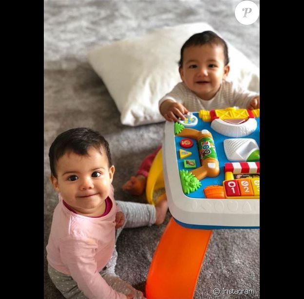 Georgina Rodriguez publie des portaits des jumeaux de Cristiano Ronaldo Eva et Mateo ainsi que de leur fille Alana Martina sur Instagram. Avril 2018.