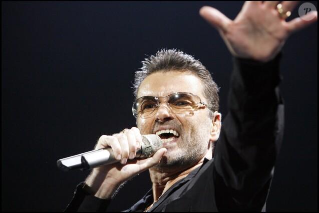 George Michael en concert à Paris-Bercy en octobre 2006. Le chanteur anglais est mort à 53 ans le 25 décembre 2016.