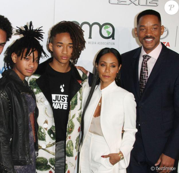 Will Smith, Jada Pinkett et leurs enfants Willow Smith, Jaden Smith et Trey Smith - Célébrités arrivant au 26ème EMA Awards au studio de la Warner à Burbank le 22 octobre 2016