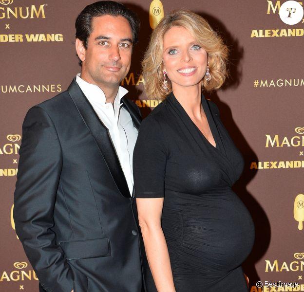 """Sylvie Tellier (enceinte) et son mari Laurent - Soirée """"VIP Party"""" Magnum lors du 71ème Festival International du Film de Cannes le 10 mai 2018. © Veeren/Bestimage"""