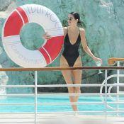 Kendall Jenner peaufine son bronzage en maillot échancré sur la Croisette