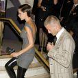 Victoria Beckham et ses bottes en latex sans talons... Une véritable marsienne !