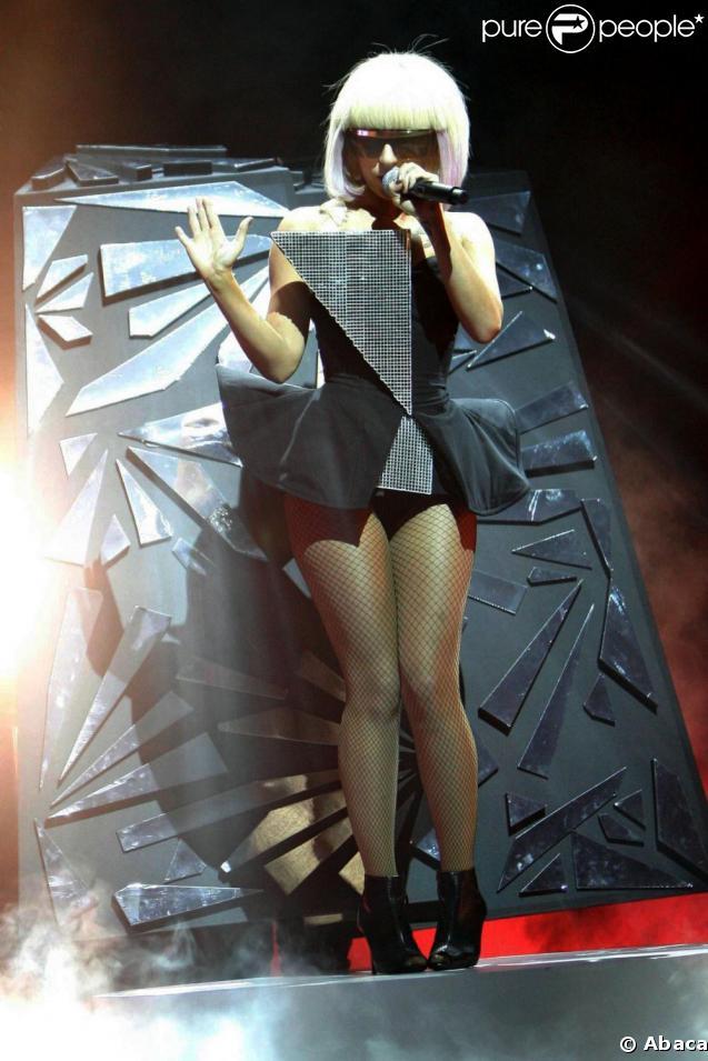 Lady Gaga... La reine du look futuriste !