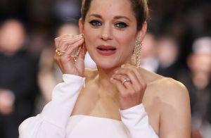Marion Cotillard : Sublime et amusée d'avoir égaré un bijou sur le tapis rouge