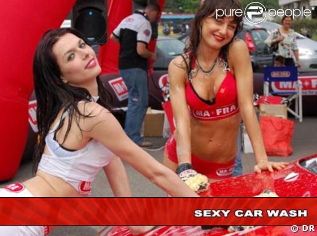 Votre voiture est sale ? Venez répondre aux questions de  Sexy Car Wash , ces demoiselles se feront un plaisir !