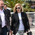 Léa Seydoux, habillée d'un pantalon Prada et chaussée de sandales Hermès, se promène sur la Croisette lors du 71ème Festival International du Film de Cannes, le 12 mai 2018.