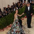 George Clooney et sa femme Amal Clooney (robe Richard Quinn) arrivent au Met Gala à New York, le 7 mai 2018