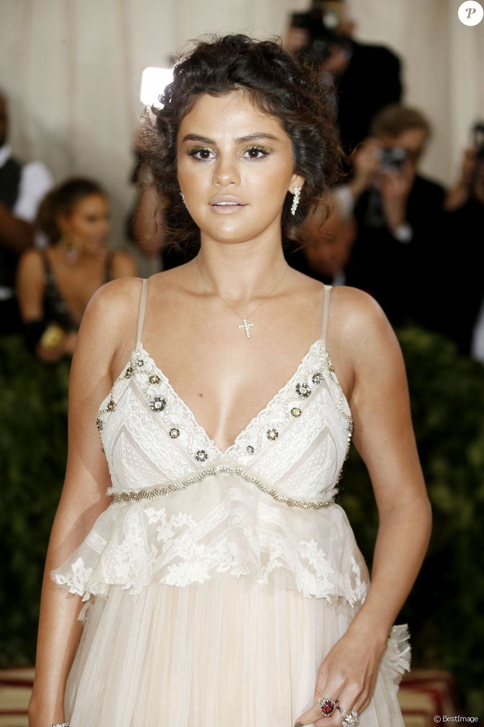 Selena Gomez Met Gala (Met Ball, Costume Institute Benefit) 2018 célébrant l'ouverture de l'exposition Heavenly Bodies: Fashion and the Catholic Imagination, au Metropolitan Museum of Art à New York, le 7 mai 2018. © Charles Guerin / BestimageUSA