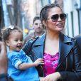 Chrissy Teigen enceinte se balade avec son mari John Legend et sa fille Luna dans les rues de Soho à New York, le 27 février 2018