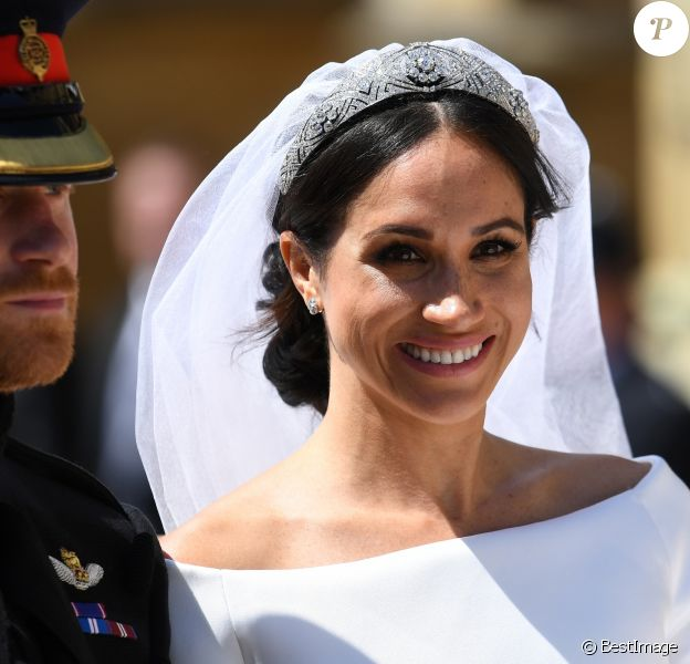 Le prince Harry, duc de Sussex, et Meghan Markle, duchesse de Sussex, en calèche à la sortie du château de Windsor après leur mariage le 19 mai 2018.